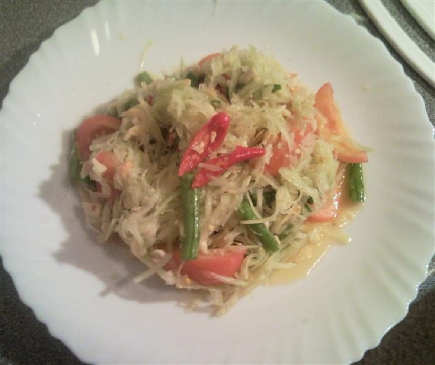 Thai Som Tam (Spicy Papaya Salad) Cooking Instructions
